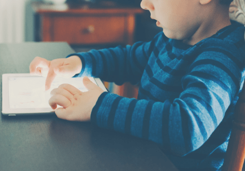 Parenting can be tough when it comes to technology. Here are 5 easy ways to keep your kids safe online. Includes a free app that allows your toddler to stay safe online and a giveaway! #sponsored #giveaway #parenting #momlife #toddlermom #kids